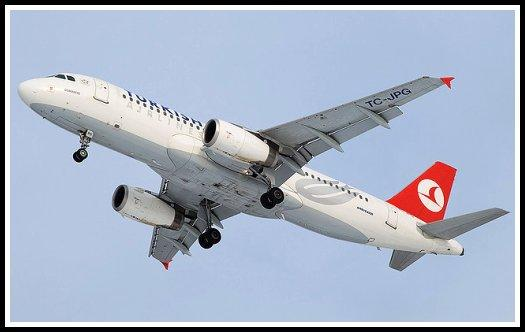 Turkish Airlines Airbus A320 after take-off