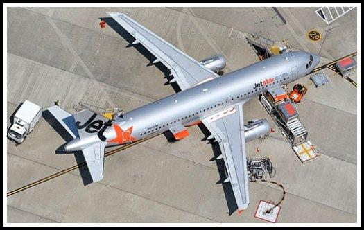 Ground handling vehicles disposition during handling of a Jetstar Airbus A320
