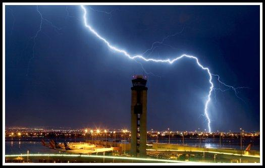 Lightning strike in the vicinity of the Las Vegas-McCarran International Airport